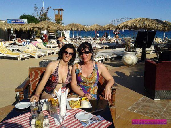 Almoçamos em um quiosque para poder desfrutar da praia em Sharm El Sheikh