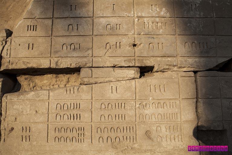 Números do Egito Antigo, no templo de Karnak!