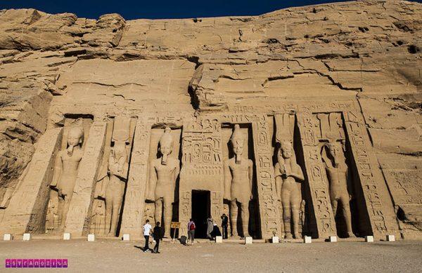 O templo de Abu Simbel é, no mínimo, surreal.