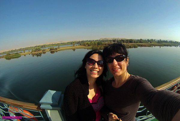 Estrangeiras Gabi e Fabia no cruzeiro no Rio Nilo.