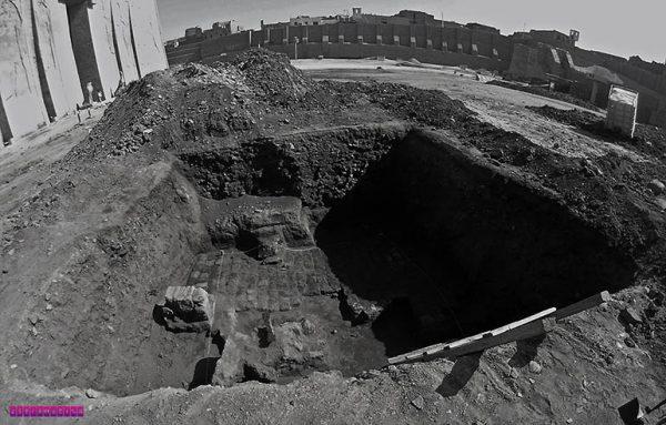 Escavação Arqueológica em frente ao templo de Edfu.