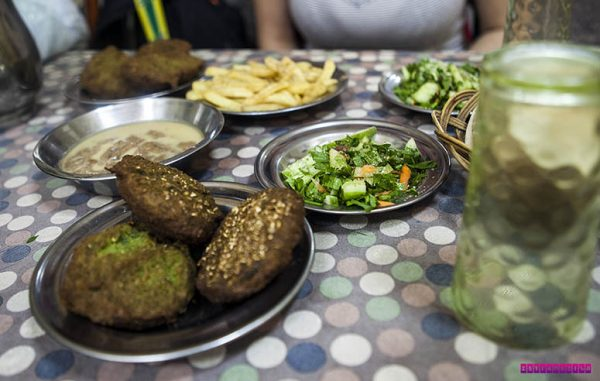 Falafel verde (e delicioso!) que comemos em Aswan - Egito
