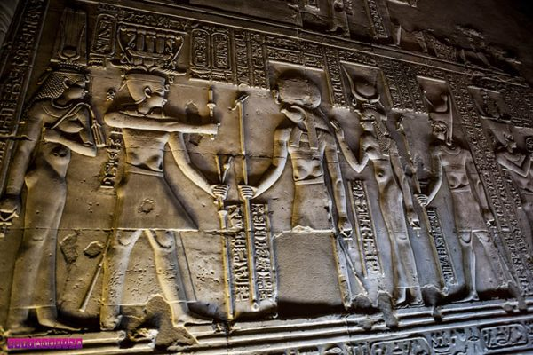 Hieróglifos no templo de Komb Ombo - Egito.