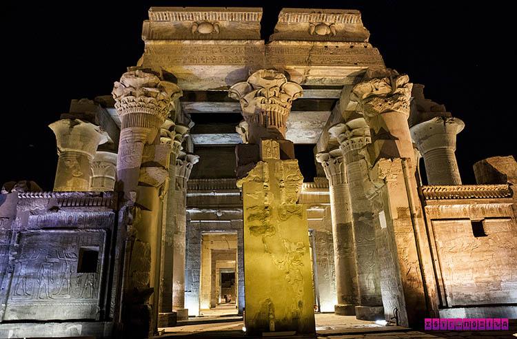 Templo de Komb Ombo, todo iluminado.