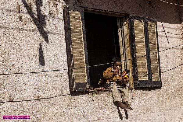 Passamos por esse menino no centro de Edfu, que acenava para todos os turistas.