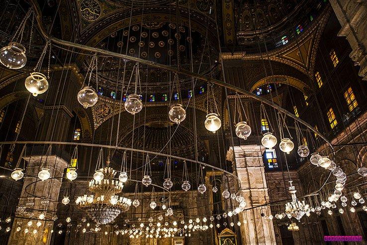 A parte interna da Mesquita de Alabastro também é fenomenal.