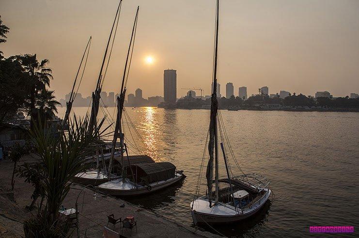 O nosso primeiro pôr do sol no Rio Nilo!
