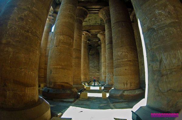 Mais uma foto do templo de Edfu, no Egito.