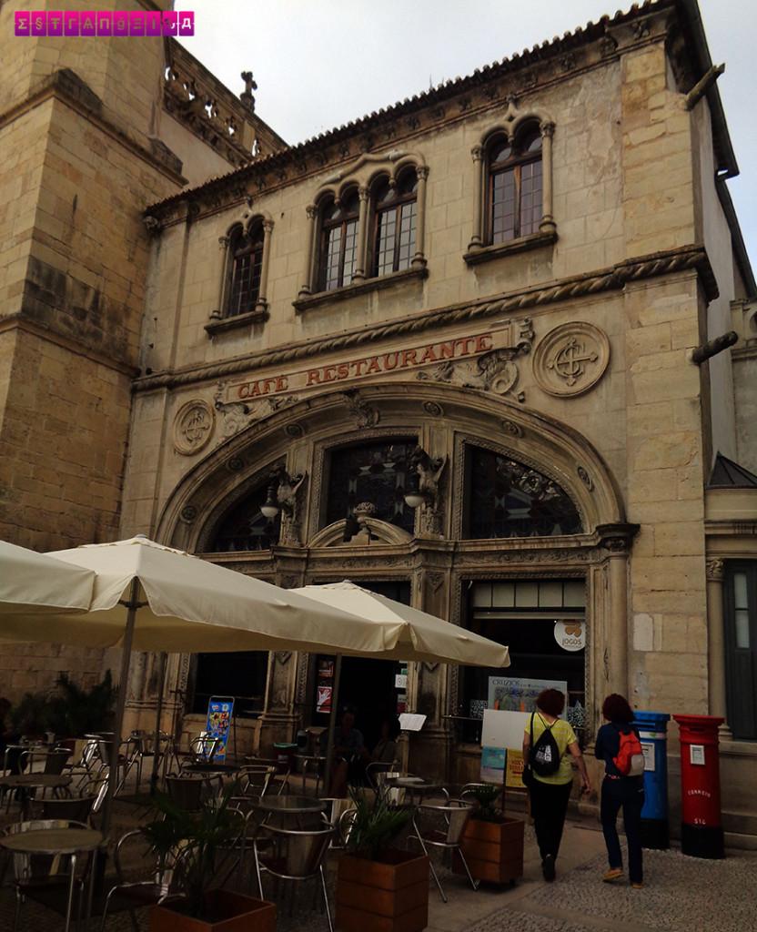 Café Santa Cruz, um bom local pra ver um show de fado em Coimbra.
