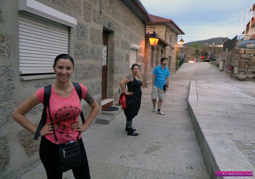 A estrangeira Gabi com nossa anfitriã Pri Davanzo e o João