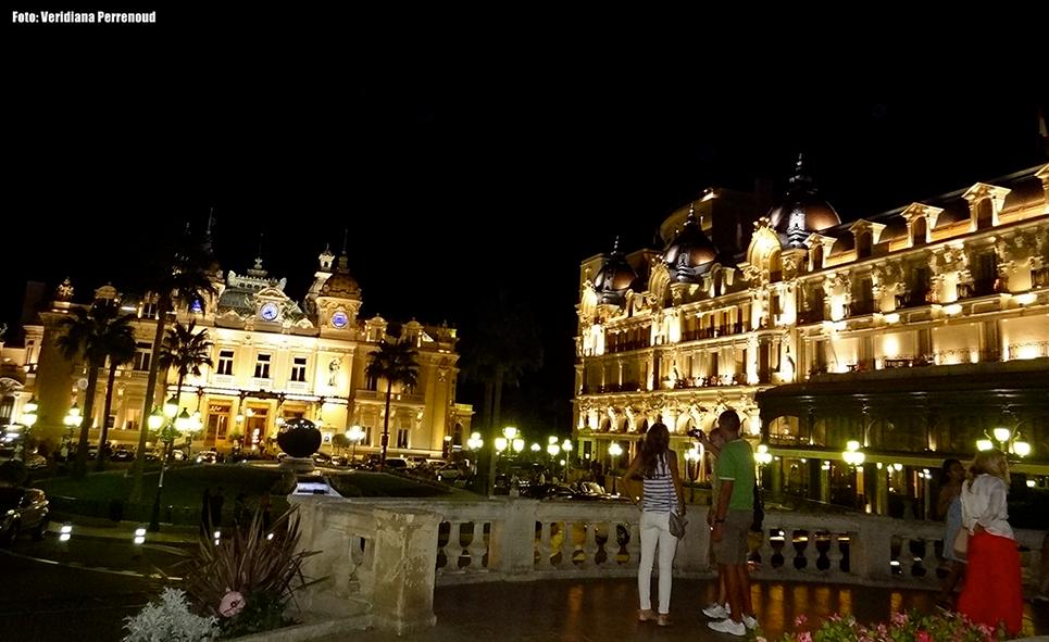 Cassino de Monte Carlo à noite
