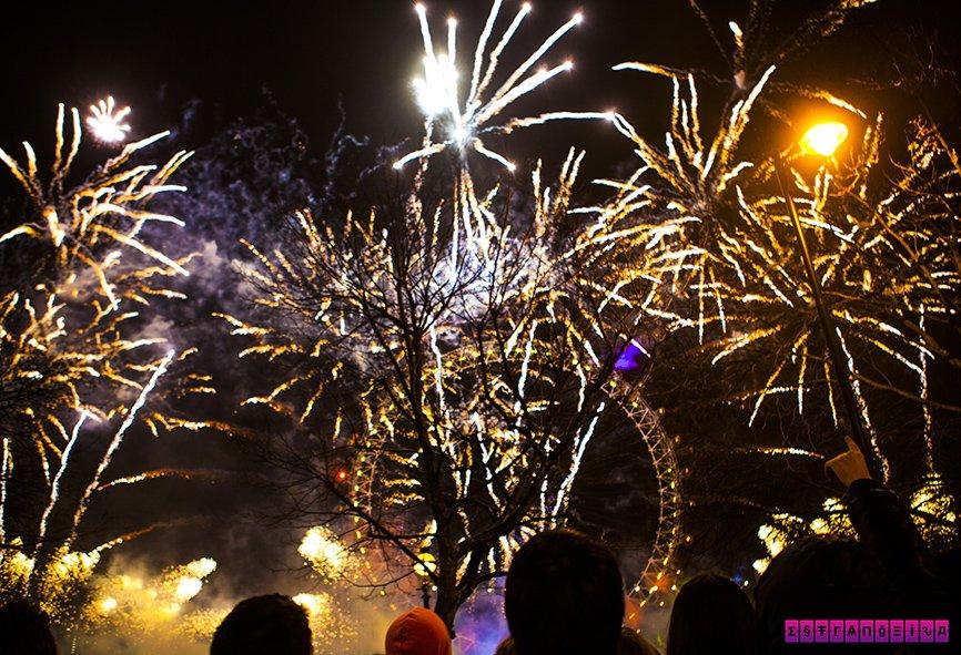 Ano novo em Londres - fogos na London Eye, Big Ben e Parlamento. Como não amar?