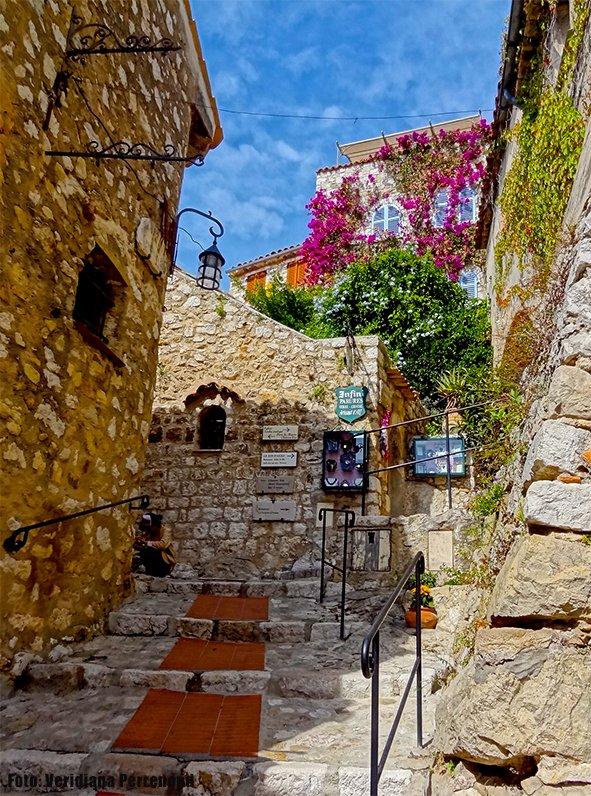 Èze-Village-escadaria