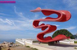 Escultura-de-Tomie-Ohtake-Emissário-Santos