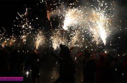 correfoc-santa-eulalia-barcelona-fogos-de-artificio