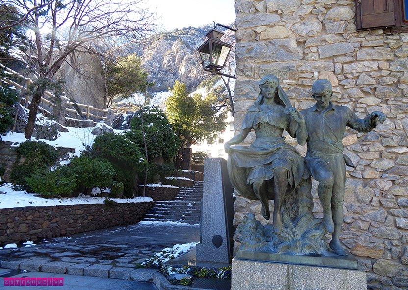 Estátuas na fente da Casa de la Vall - Andorra