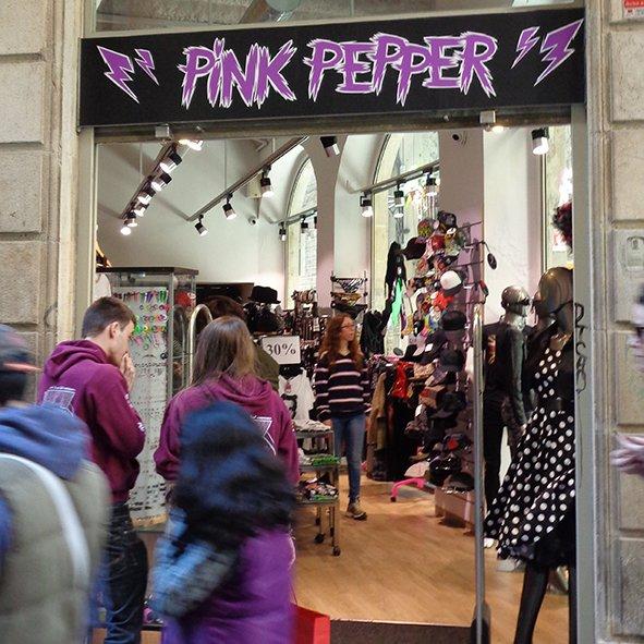 Pink Pepper também tem os vestidos e roupas de Camden Town. É uma loja bem bonitinha.