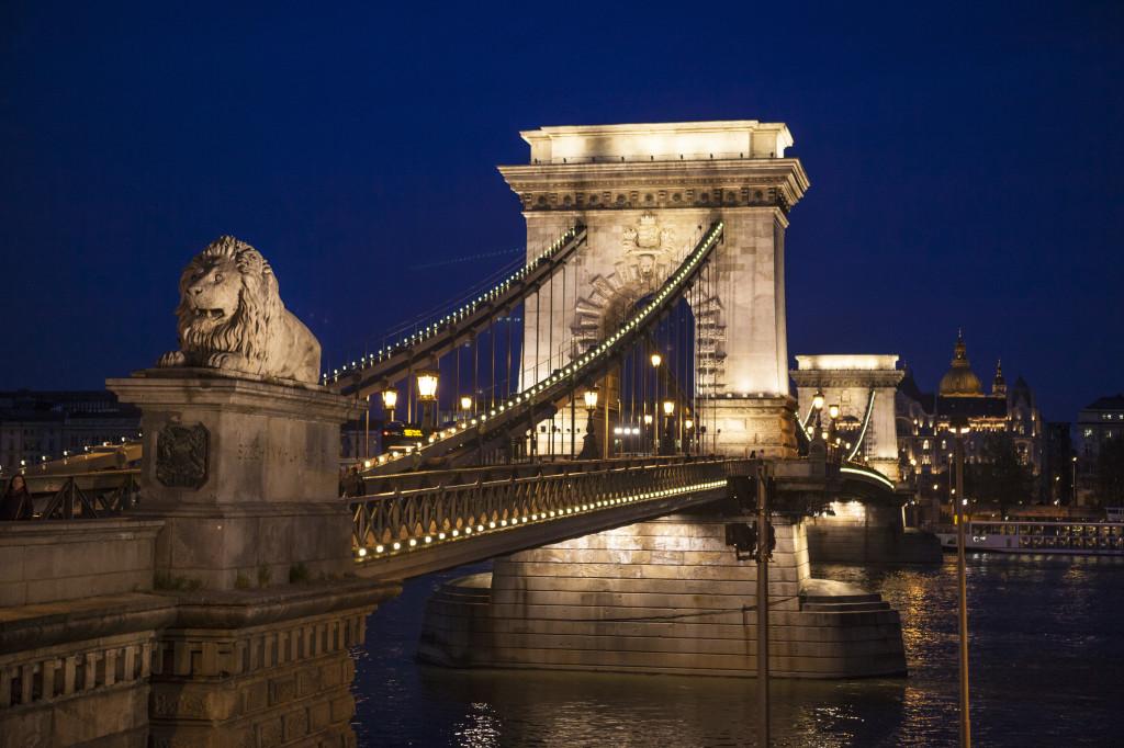 Chain Bridge no início da noite