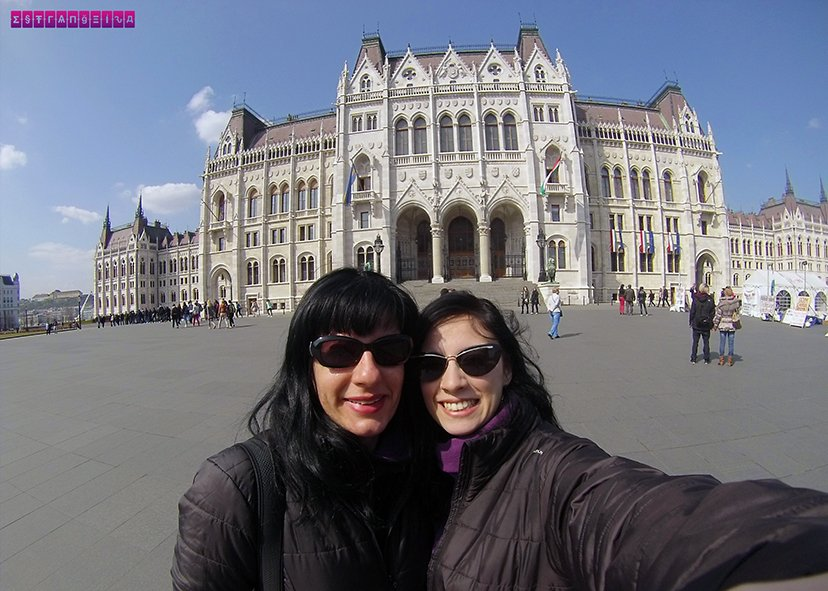 As estrangeiras na frente do Parlamento Húngaro