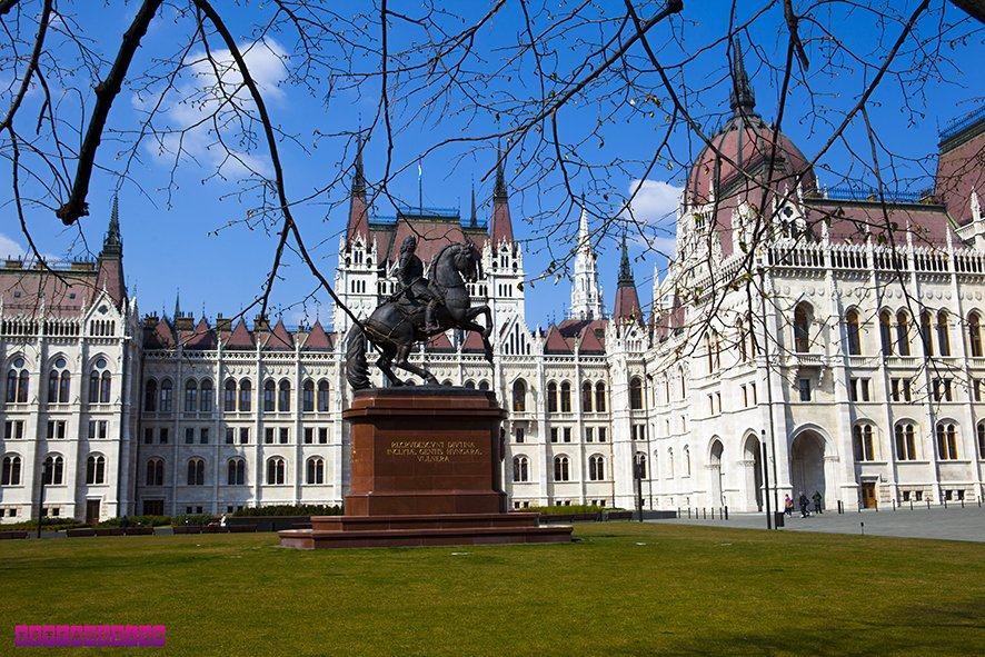 Lateral do Parlamento Húngaro - Budapeste