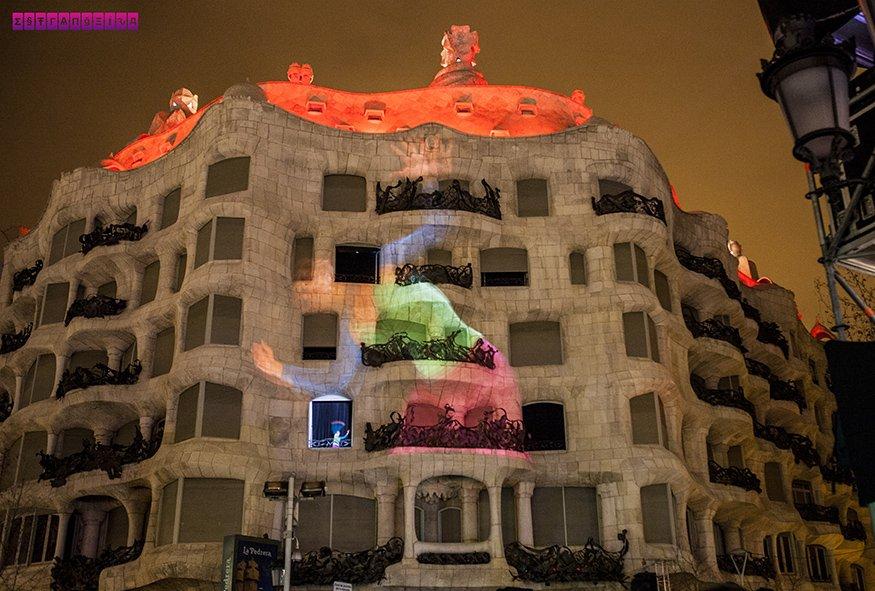 la-pedrera-barcelona-gaudi-noite