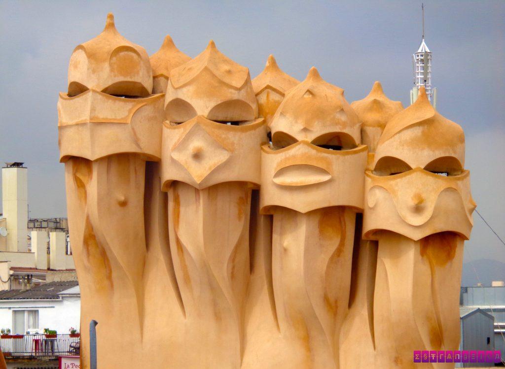 la-pedrera-barcelona-gaudi-estatuas-terraco