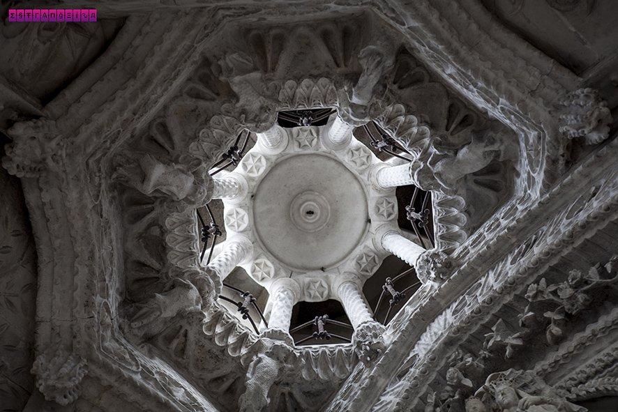 Detalhe do teto no Claustro da Virgem do Rosário