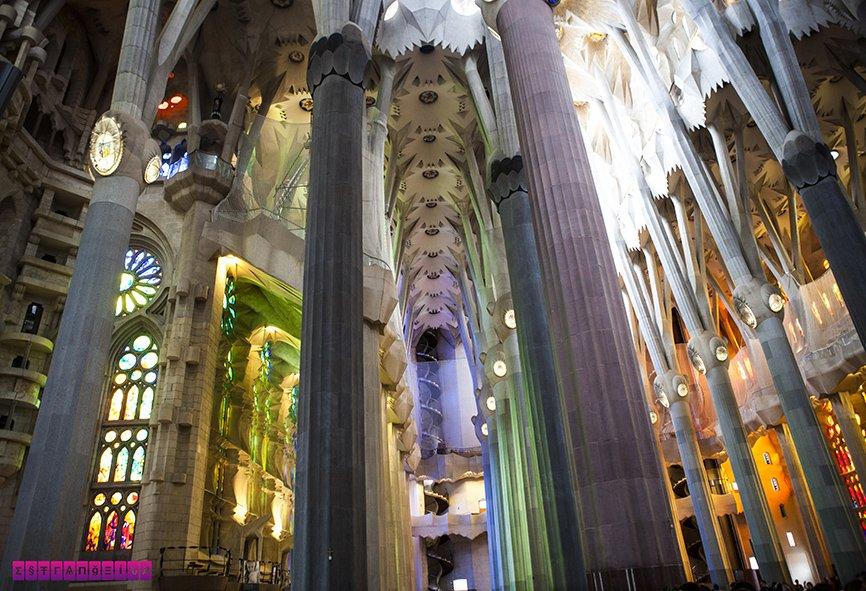 1-dia-em-barcelona-sagrada-familia-interior