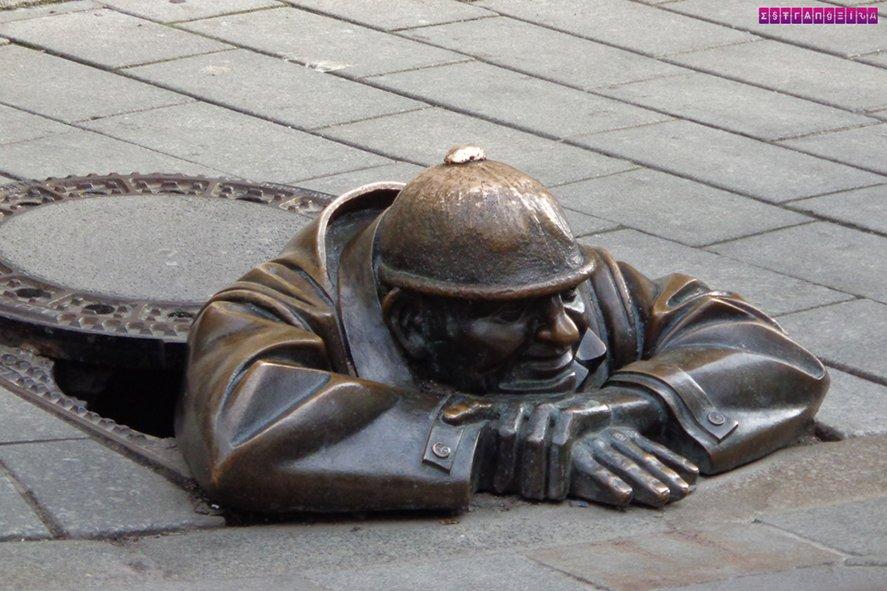 E essa que é a escultura mais popular, chamada Cumil