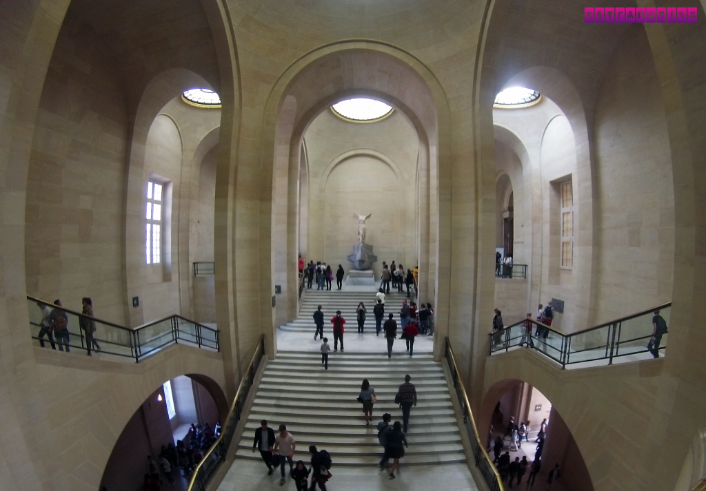 museu-do-louvre-interior