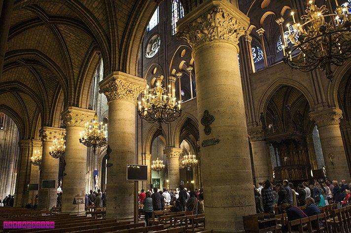 o interior de Notre Dame