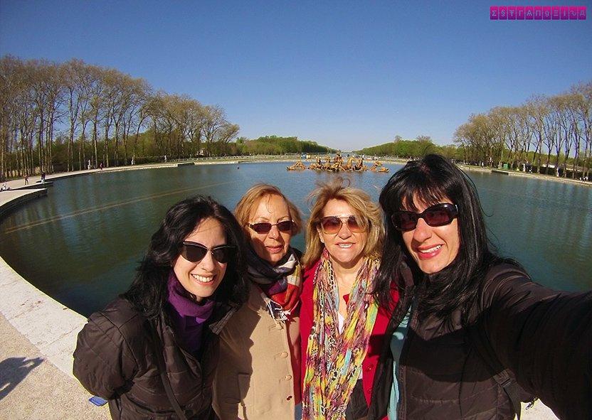 As Estrangeiras Fabia e Gabi e nossas companheiras de viagem para o Palácio de Versailles, Sueli e Isabel (mãe e tia da Fabia!)