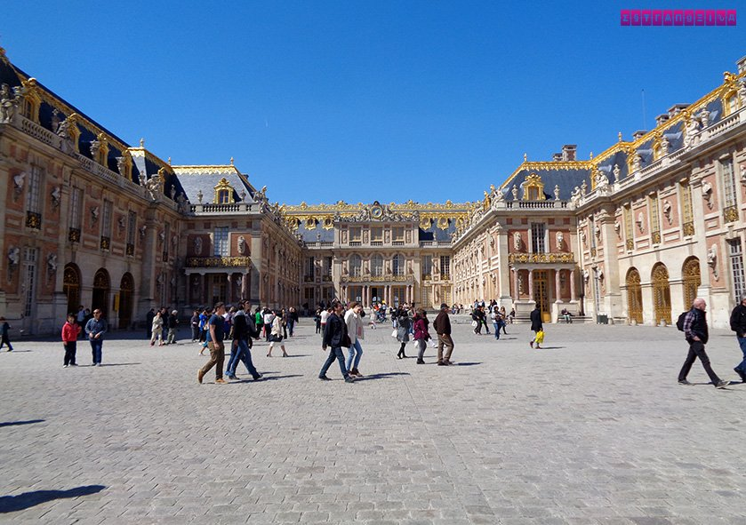 Pátio de entrada do Palácio de Versailles