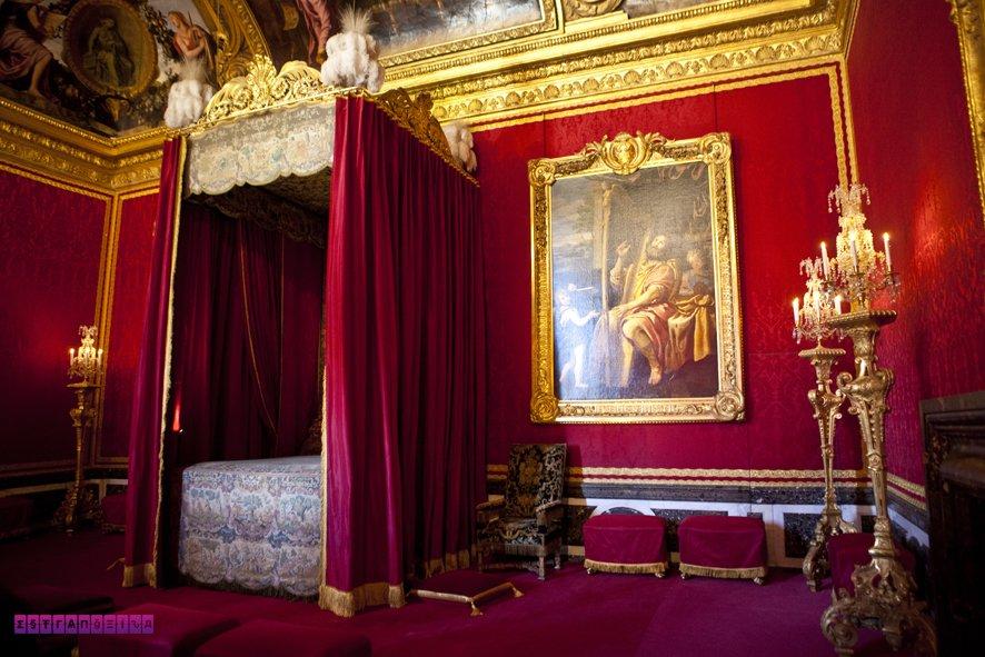 Quarto chiquérrimo do Rei Luis XVI, no Palácio de Versailles.