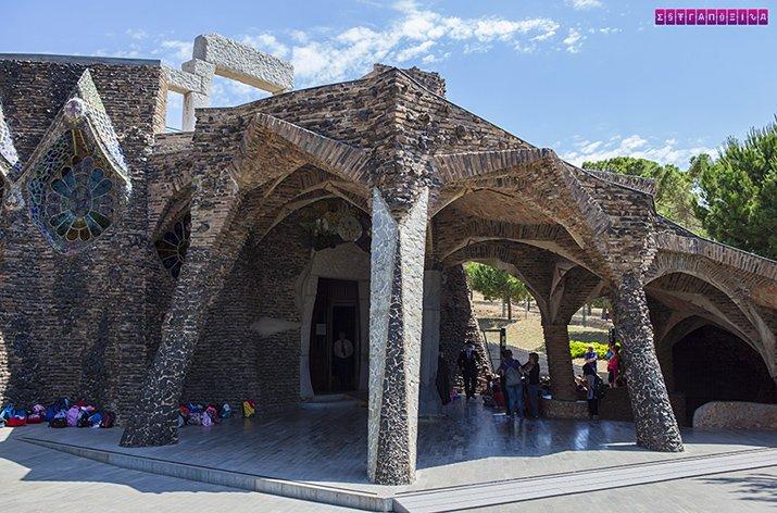colonia-guell-cripta-gaudi-barcelona-entrada