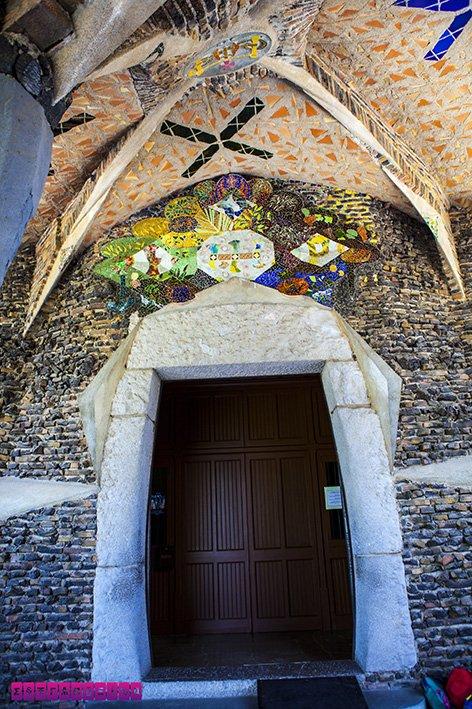 colonia-guell-cripta-gaudi-barcelona-teto