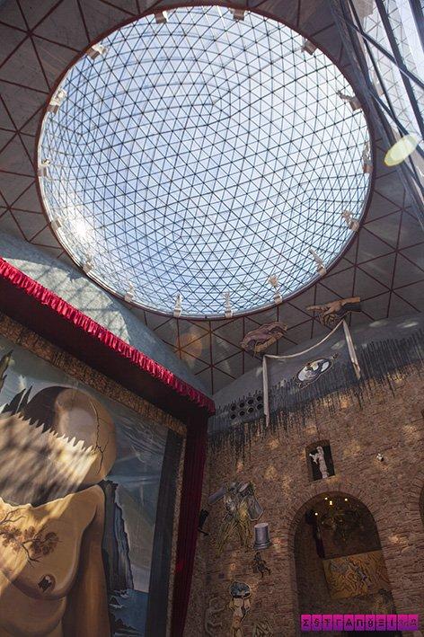 Detalhe da cúpula de vidro do Museu Dalí