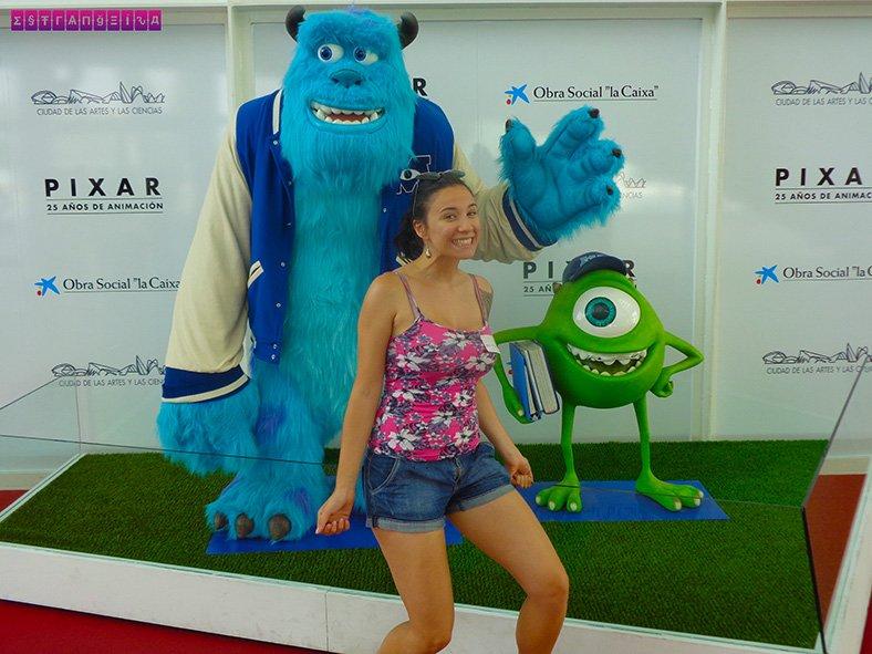 Exposição da Pixar tem bonecos dos personagens de Monstros SA logo na entrada! <3