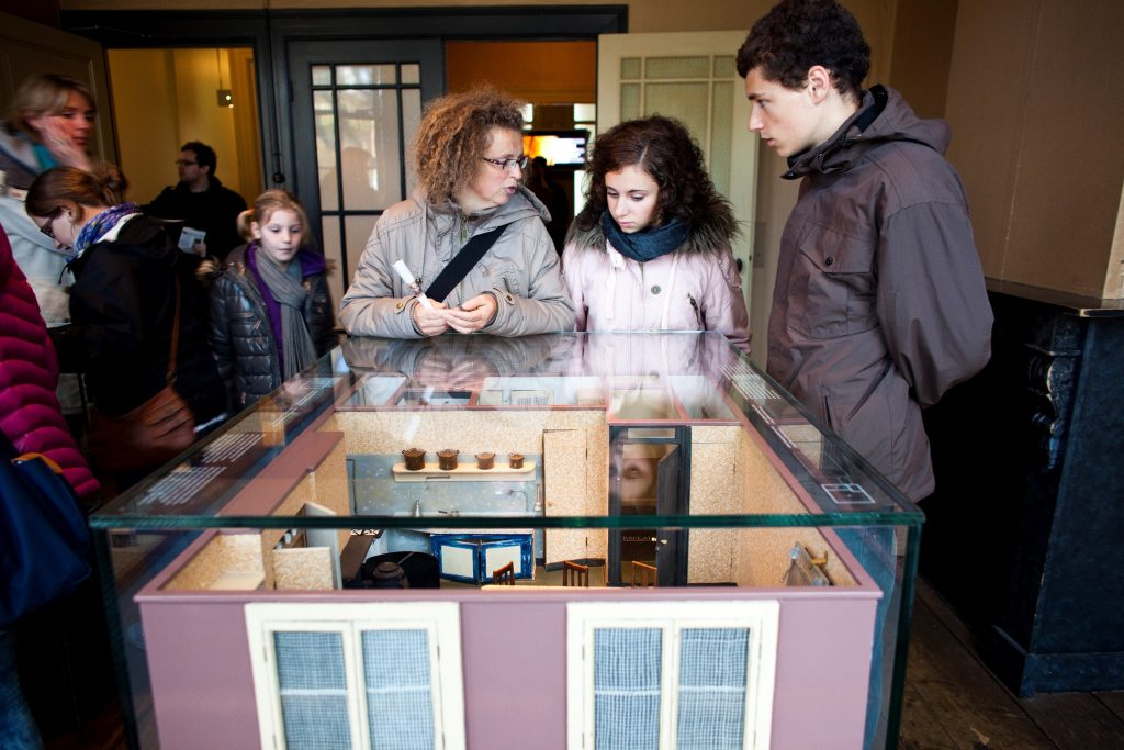 Casa-de-Anne-frank-em-amsterdam-exposicao