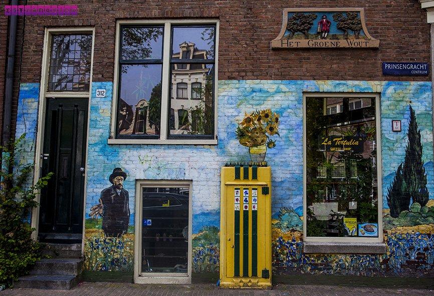 Nos deparamos com vários grafittis lindos em Amsterdam