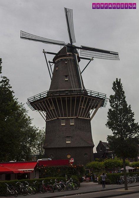 O moinho de vento De Gooyer. Do lado dele fica a cervejaria Brouwerij´t. Super legal fazer esse passeio e tomar uma breja artesanal com vista para o moinho :)