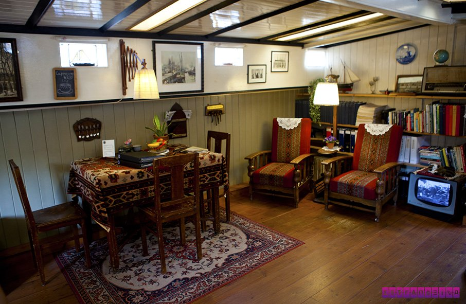 museus-em-amsterdam-house-boat-museum