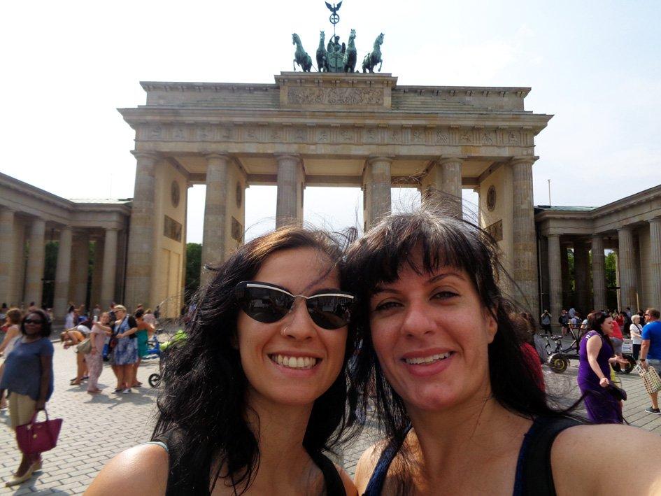 As estrangeiras na frente do Portão de Bradenburgo