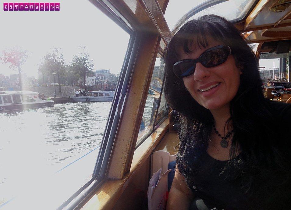 Fabia no passeio de barco pelos canais de Amsterdam!
