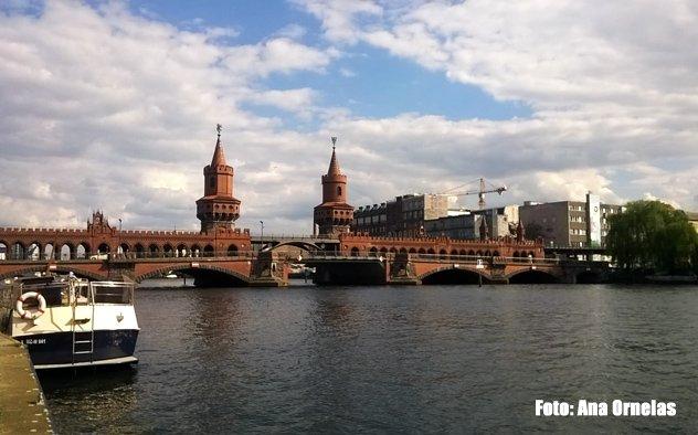 A ponte Oberbaumbrucke representa a antiga divisão entre Berlim Ocidental e Berlim Oriental