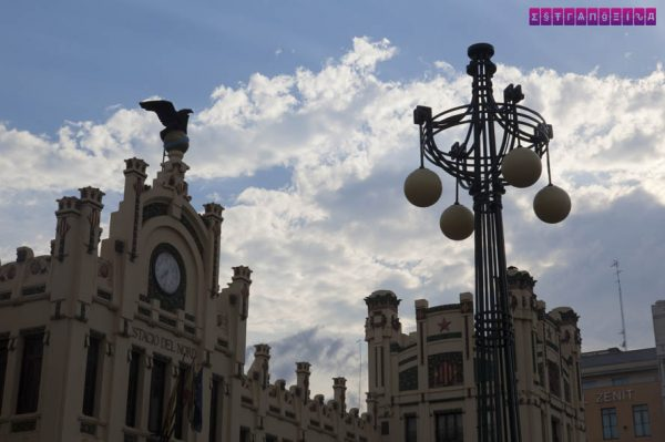 A Estació del Nord é a mais importante de Valência, e muito bonita.