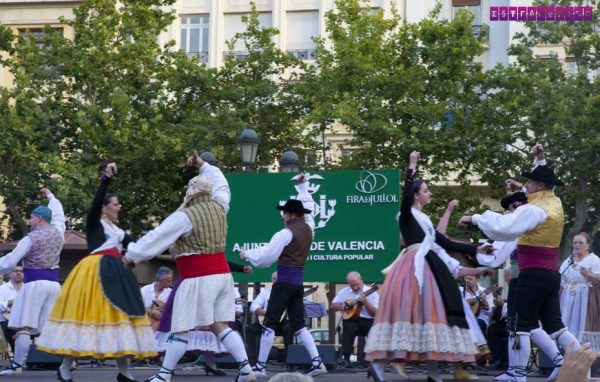 Dança tradicional na Fira de Juliol de Valência