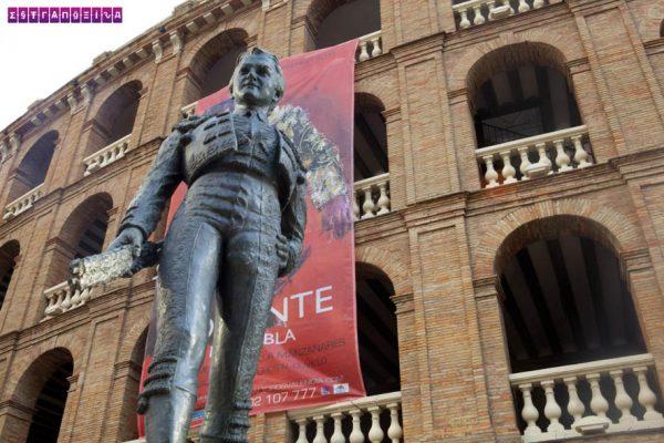 Estátua de Toureiro na frente da Arena de Tourada de Valência