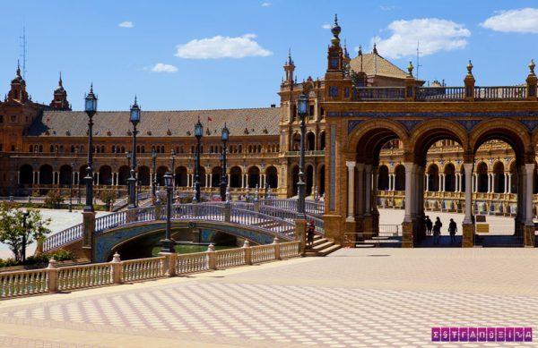 A linda Praça Espanha em Sevilha