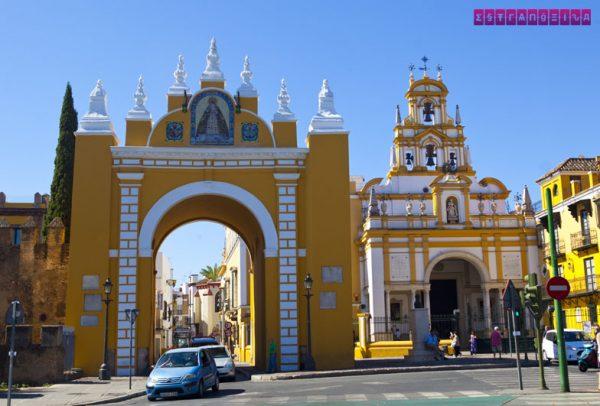 Porta da Macarena - uma das entradas da antiga muralha de Sevilha.